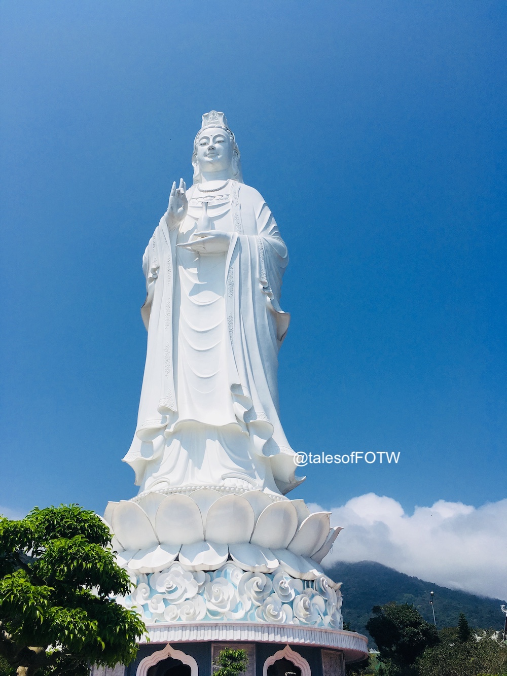 Looking to visit Vietnam or have a 24 hour hault at Da Nang? Then you're in one of the most beautiful place with pristine beaches #vietnam #DaNang #beaches #travel #Ladybuddha